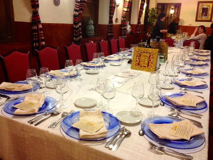 Mesa preparada para cenar en el Restaurante Sevilla