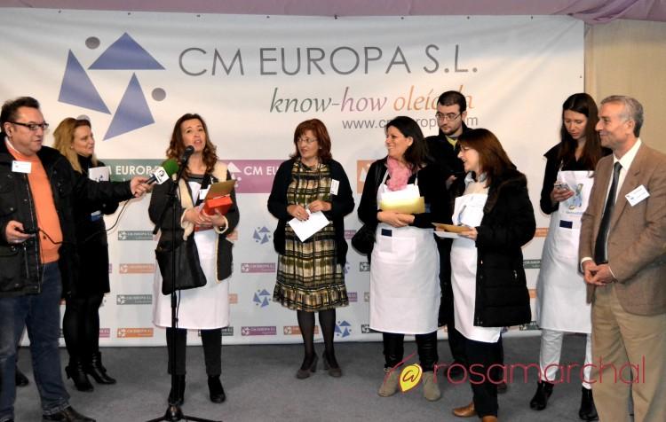 Ganadores del I Concurso Gastronómico GastroAOVE junto a la bloggers y tuitero más joven